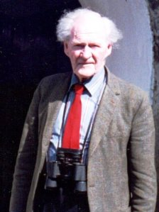 rs thomas with birdwatching glasses